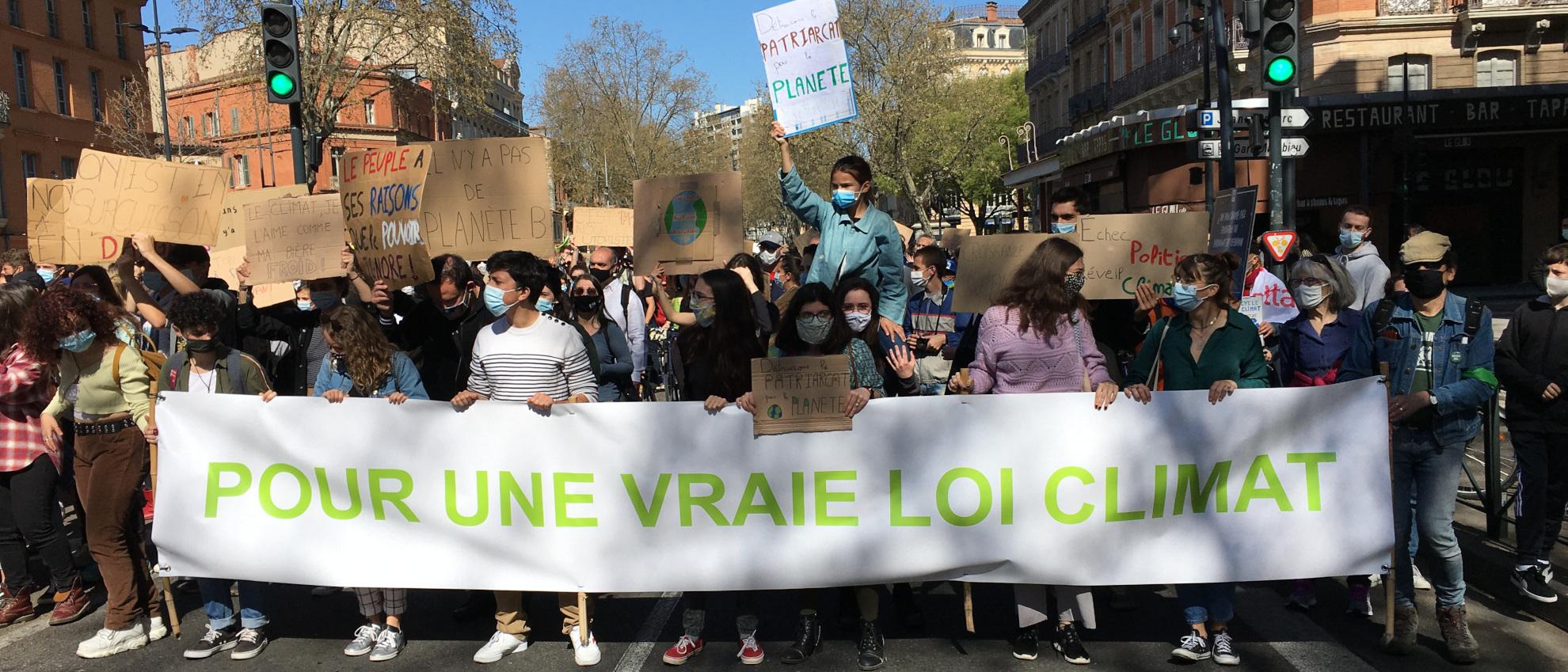 """Photo manif bannière """"Pour une vraie loi Climat"""""""